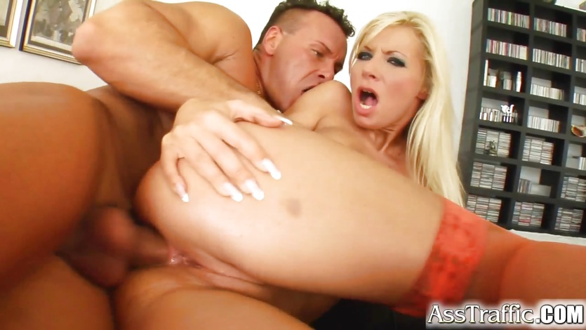 Sizzling blonde gets her tight asshole pummelled