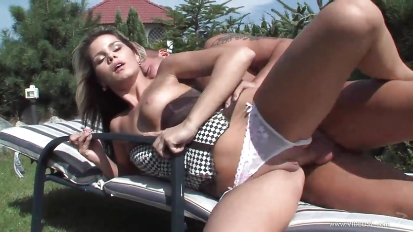 Federica Hill enjoys getting her wet pussy pummelled