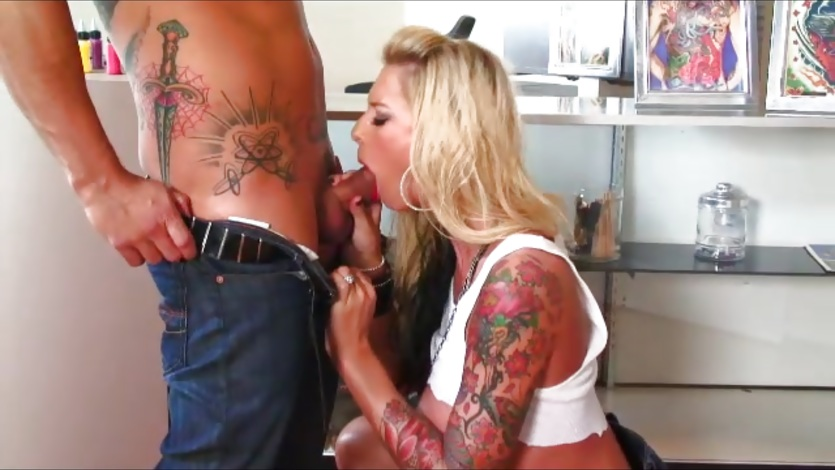 Tattooed babe Brooke Brand sucking cock