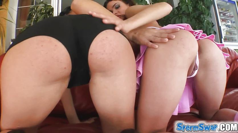 Two brunettes cum swapping