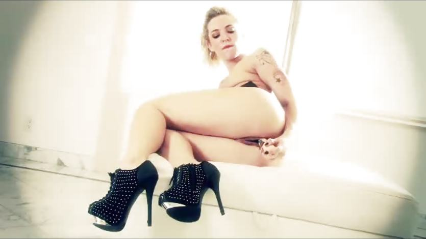 Gorgeous Bailey Blue toying her moist pussy