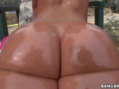 Outdoor fucking with an oily Jada Stevens