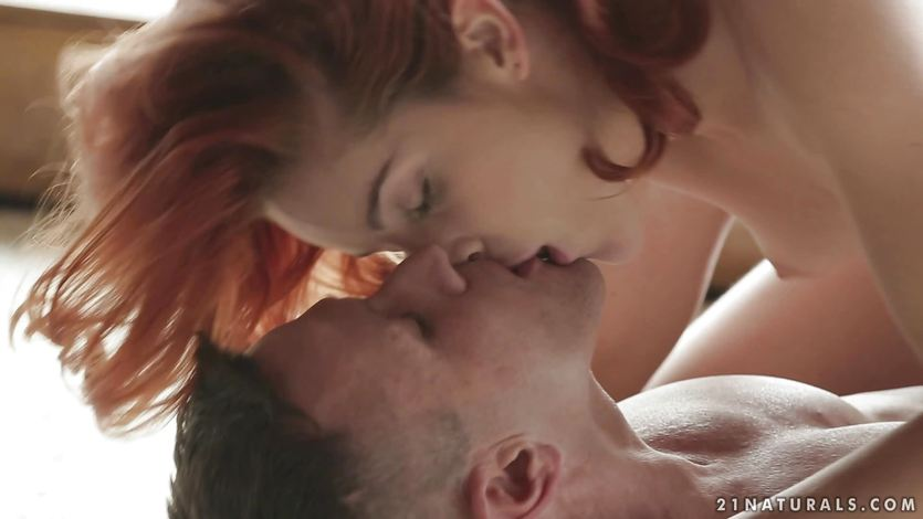 Hot Amarna Miller sets her man in fire