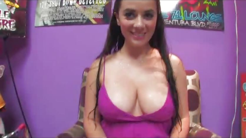 Busty Taylor Vixen shows off her round tits