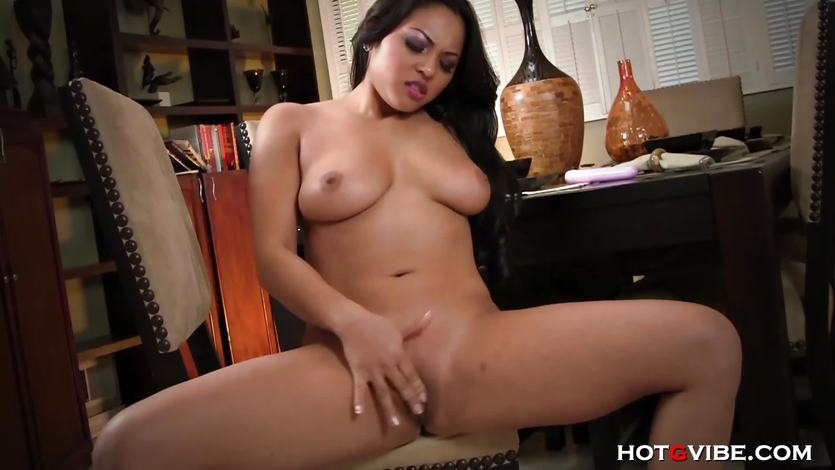 Adrianna Luna finger fucks her wet pussy
