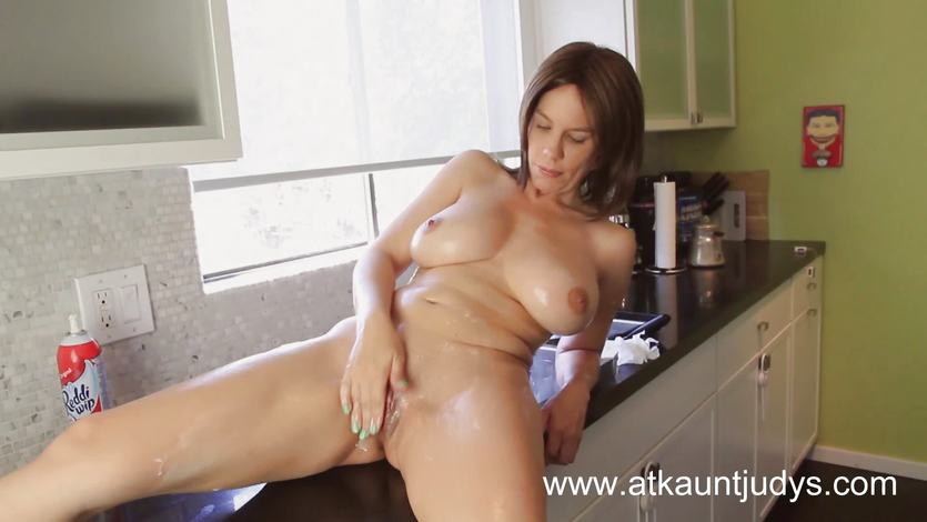 Kelly Capone loves teasing her warm pussy