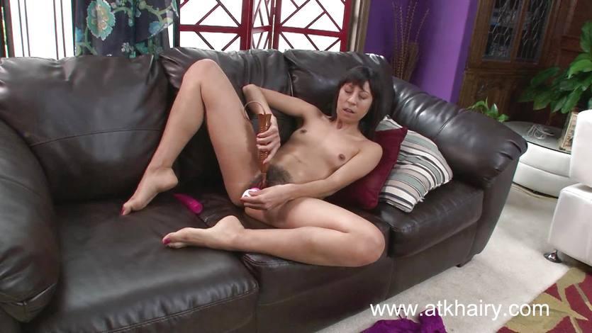 Randy Vivi Marie toys her hot pussy