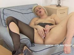 Anna Joy plays with her warm pussy