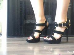 Alluring babe Capri Cavannis sexy feet