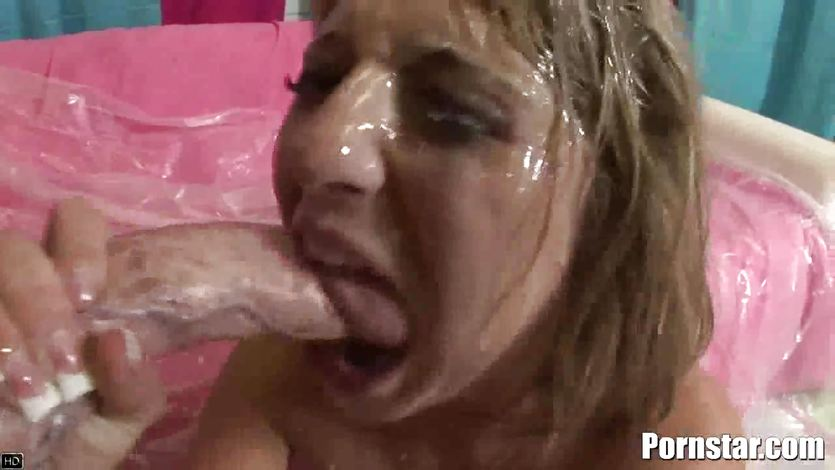 Jaelyn Fox showered with thick cum