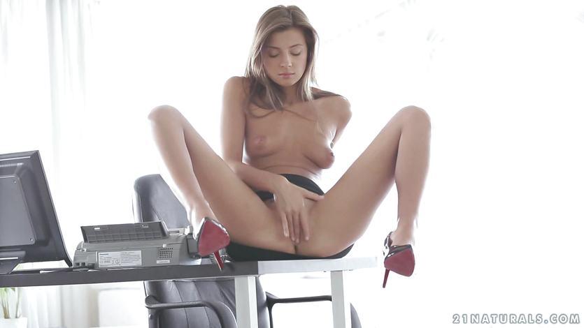 Melena Tara finger fucking her tight pussy