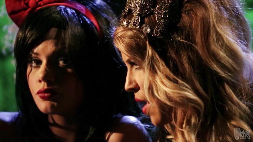Lusty lesbian parody with Riley Steele and Jessica Drake