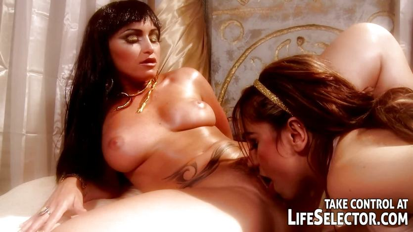 Kathia Nobili and Leyla Black enjoy lesbian fun