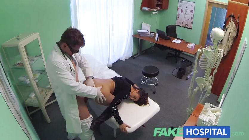 Sexy Treatment make patient moan with pleasure
