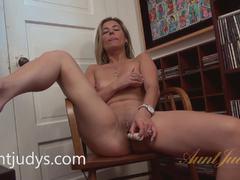 Alana Luv toys her moist slot