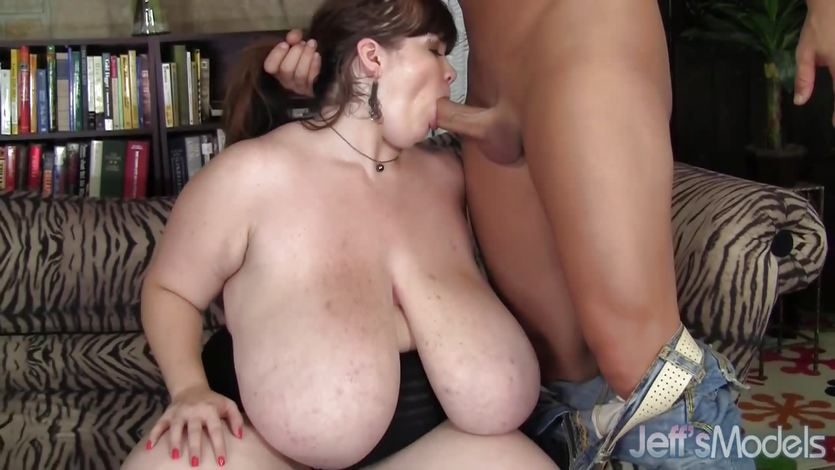 Plumper Anorei Collins loves hard cock