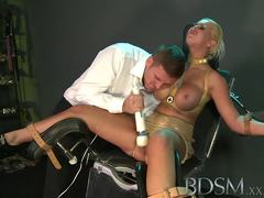 Bound babe gets her warm pussy vibed