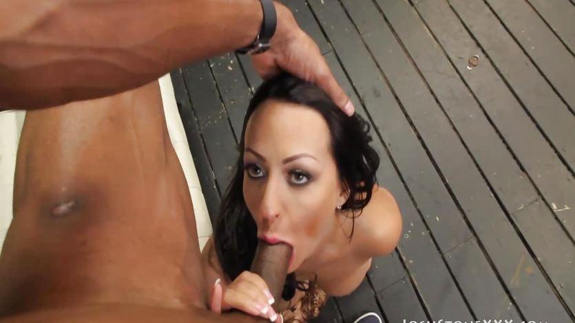 Beauty Vanessa Luna throat fucks this hard cock