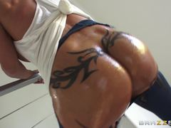 Ass loving MILF Jewels Jade gets a banging