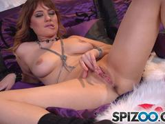 Jessica Ryan solos by finger fucks her shaved pussy