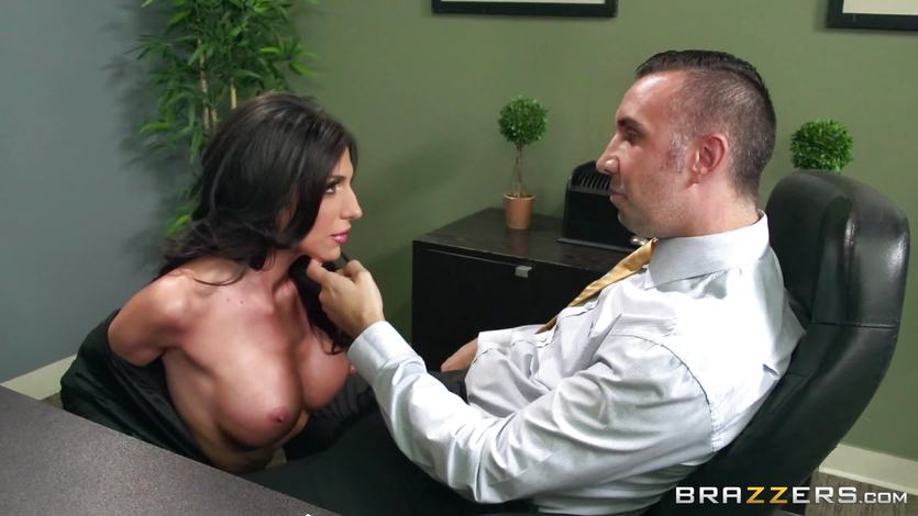 Jaclyn Taylor gets shafted at her interview