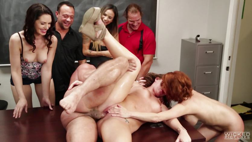 Veronica Avluv makes Maddy OReilly pussy squirt