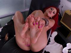 Mia Lelani rubs her warm pussy