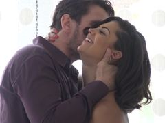 Bonnie Rotten squirts when her ass is pumped