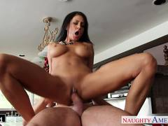 Jessica Jaymes gets her warm pussy nailed
