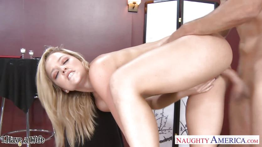 Alexis Texas bouncing her ass