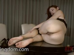 Violet Monroe shows off her round ass