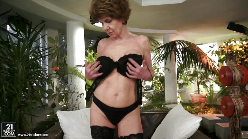 Hairy granny gets her pussy fucked