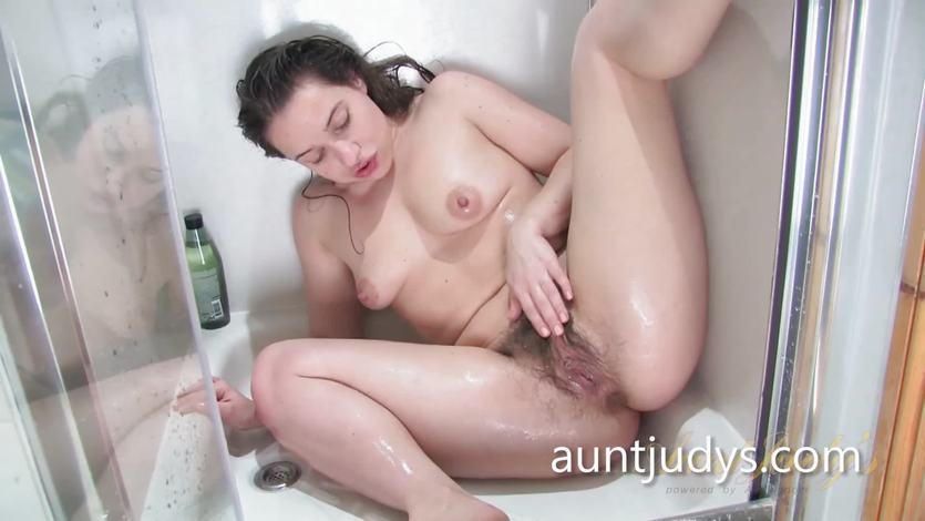 porno-volosatie-mamki-masturbatsiya-v-dushe