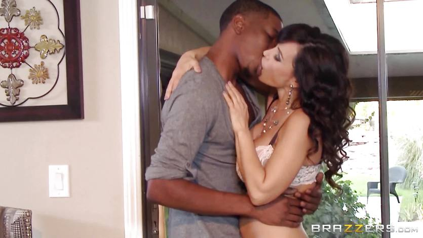 Cheating interracial fuck from Lisa Ann
