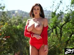 Cute MILF Kendra Lust enjoys fucking