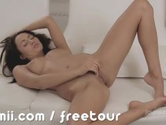 Beauty Michaela Isizzu masturbating