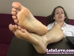 Beauty Lelu Love has foot fetish