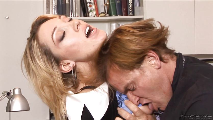 Lily Labeau grinds her veejay down on a huge cock