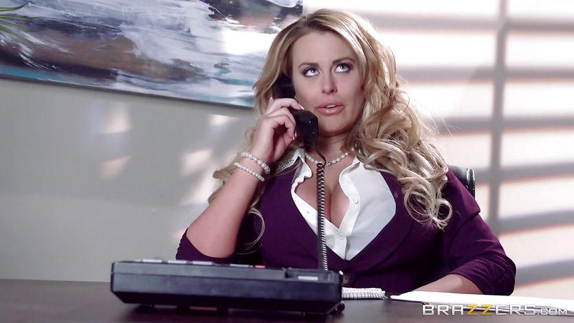Sekretärin mit Doppel-Ds Corinna Blake verführt ihren Chef
