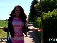 Filthy babe Kiki Minaj peeing in public