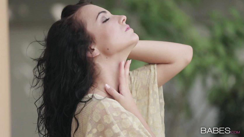Outdoor masturbation with beauty Sapphira