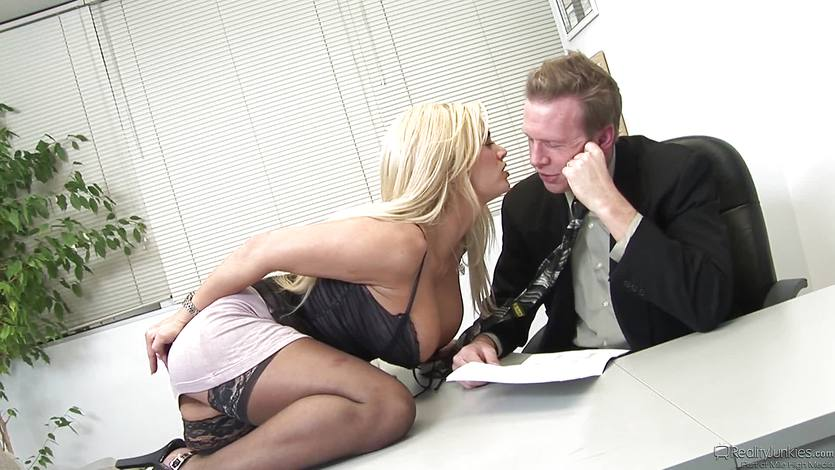 Secretary Shyla Stylez gets the length of her bosses dick