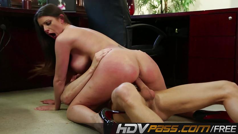 Tattooed Brooklyn Chase devours this hard cock