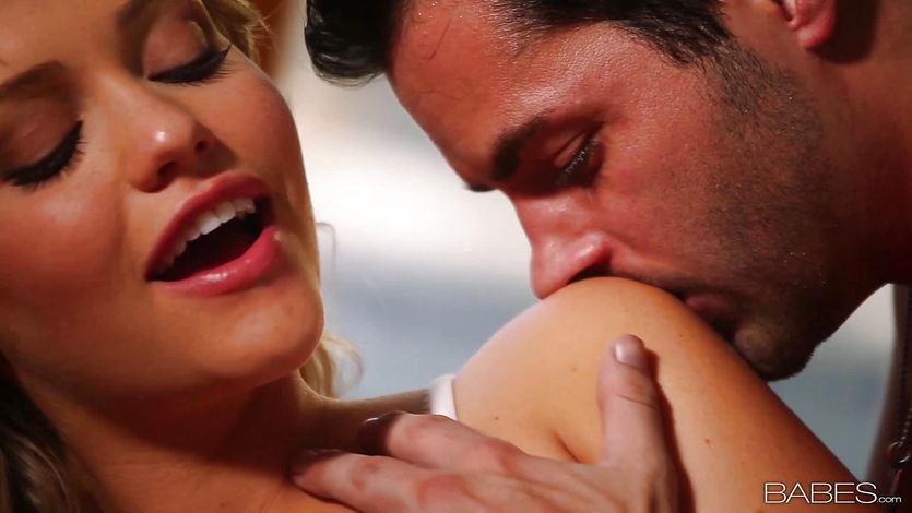 Stunner Mia Malkova enjoys hot cream on her tits