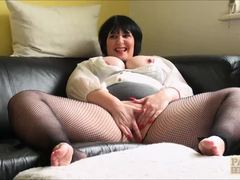 Pussy pie chubby slut playing with herself