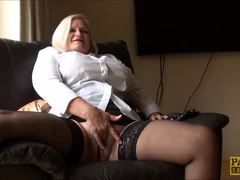Lacey Starr GILF taking care of her Flange