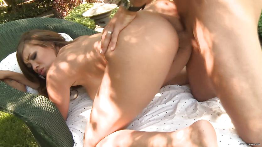 Cassidy Banks loves to fuck in the open air