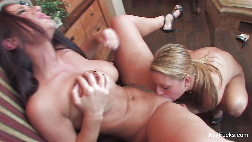 Licking horny babe Avy Scott