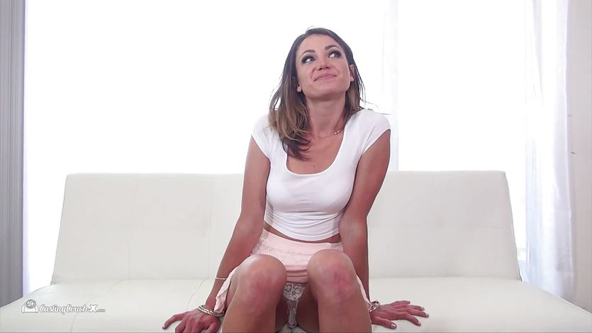 Ariel Winters rammed in her pussy on the casting couch