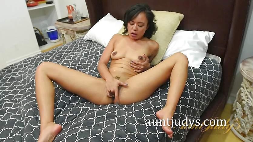 Brunette Annie Cruz masturbating